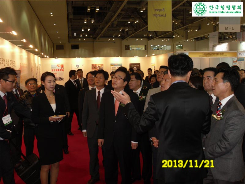 BUSAN-MAYOR-HALAL-BOOTH-VISIT-EXPLAIN-INVESTMENT-OPPORTUNITY-005