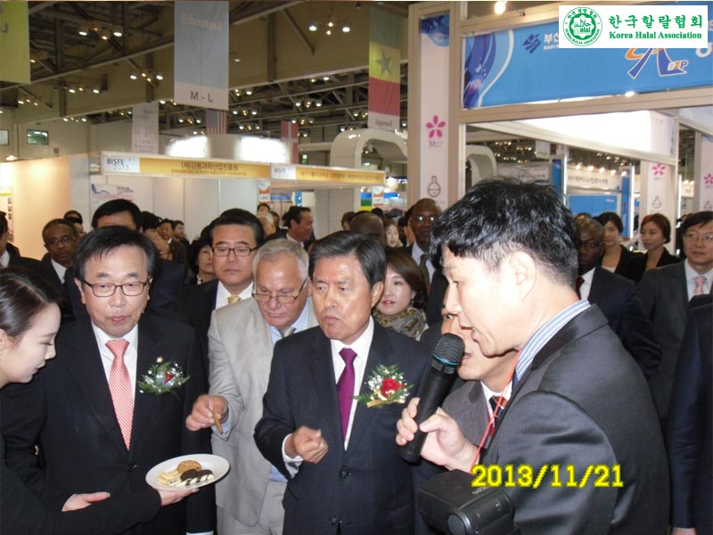 BUSAN-MAYOR-HALAL-BOOTH-VISIT-EXPLAIN-INVESTMENT-OPPORTUNITY-006